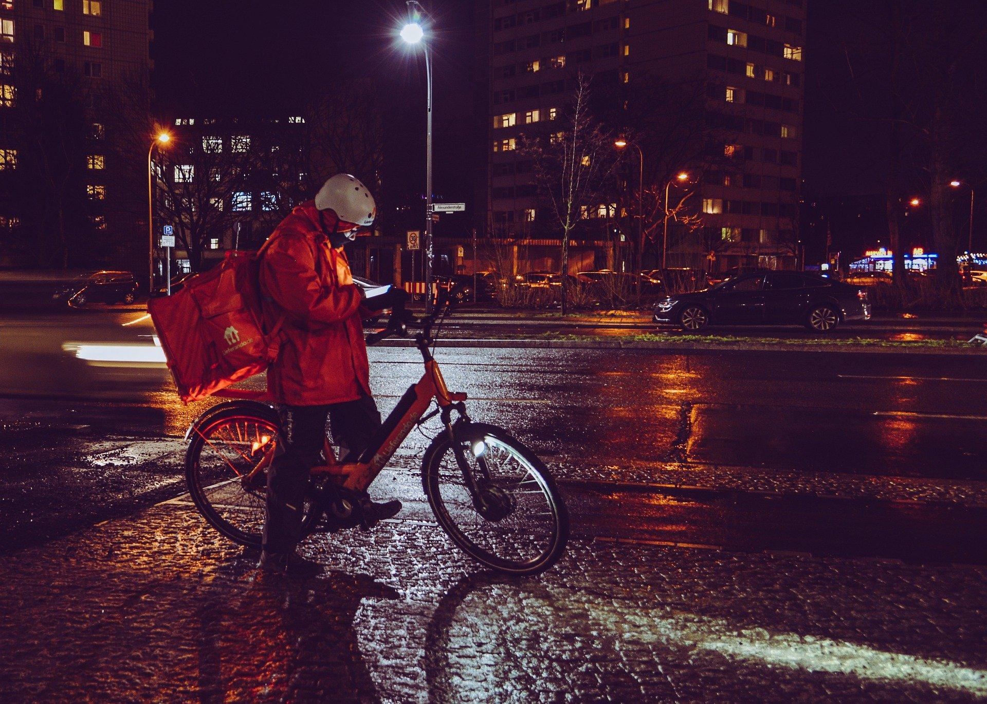 """Плюсы и минусы работы на тарифах """"доставка"""" и """"курьер"""" в Яндекс такси"""