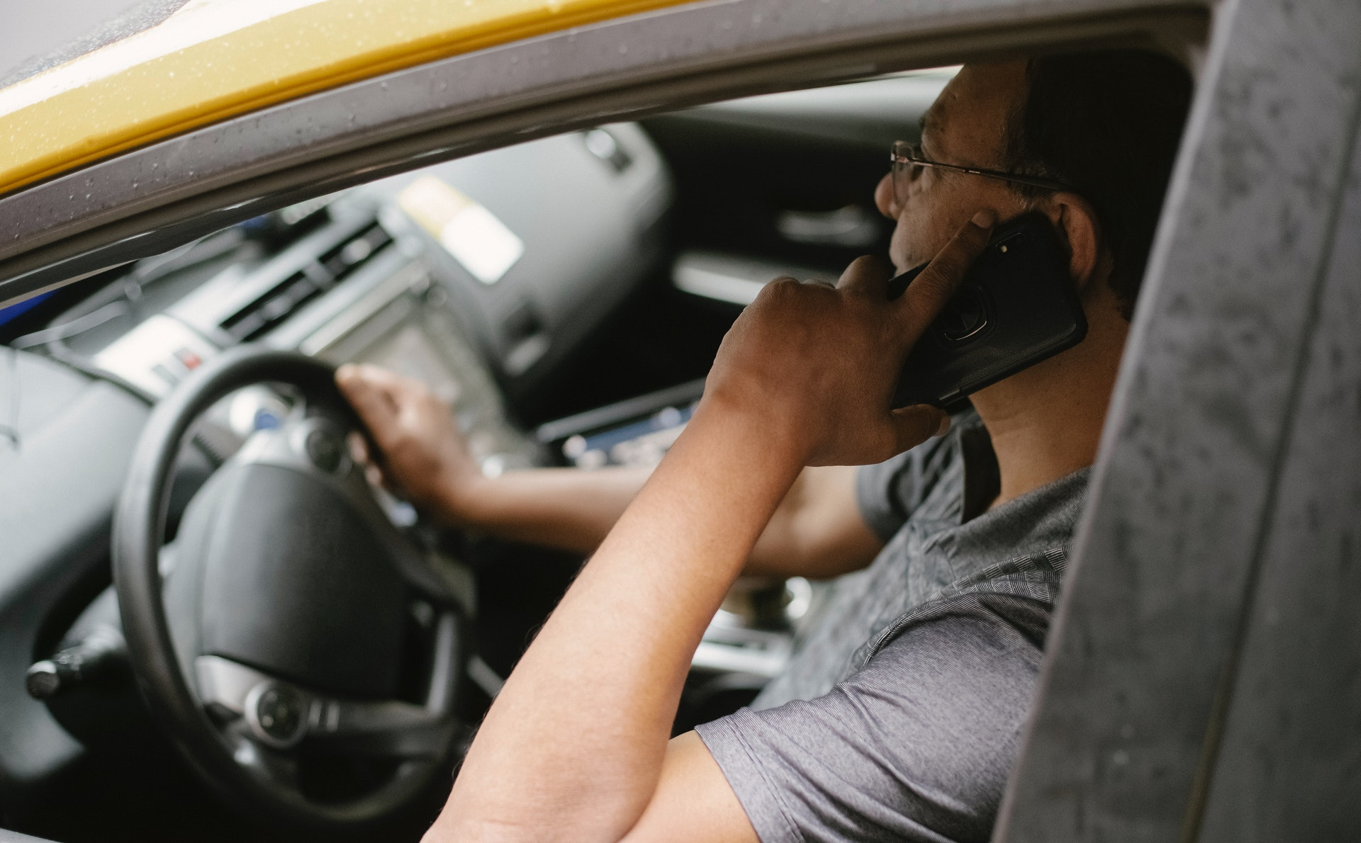 Что нельзя делать водителю